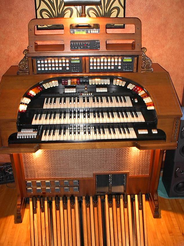 Conn 580 with MIDI and 25 Pedals.jpg